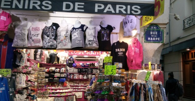 paris-tourist-shop3